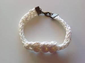Bracelet au tricotin 10€