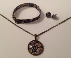 Bracelet en tissu 10€.  Collier 15€. Boucles d'oreilles puces 8€.