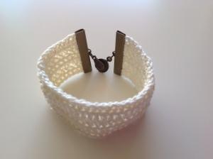 Bracelet manchette au crochet 15€