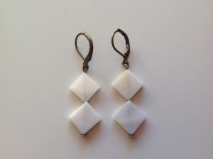 Boucles d'oreilles losange nacre blanches 10€