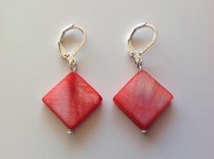 boucles d'oreilles corail nacrées