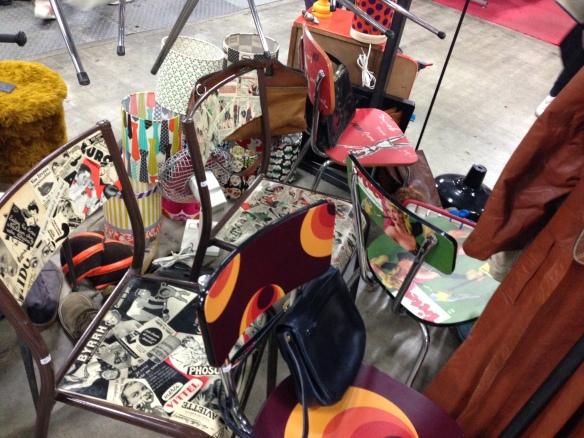 marché de la mode vintage chaises