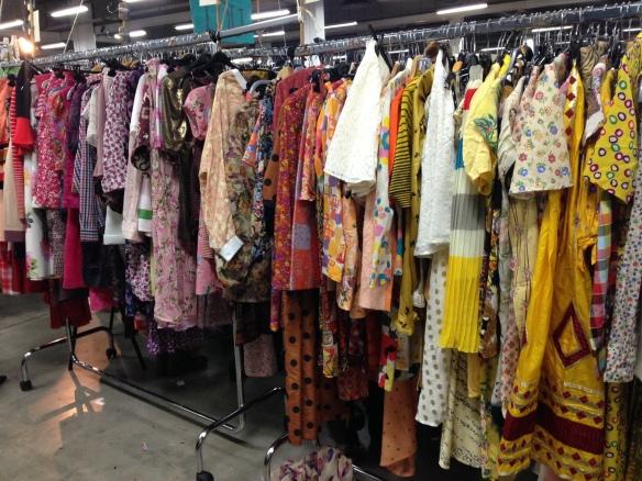 marché de la mode vintage le vestiaire de lou